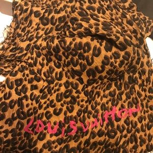 Louis Vuitton leopard scarf